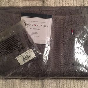 TOMMY HILFIGER BATH TOWEL & WASHCLOTH